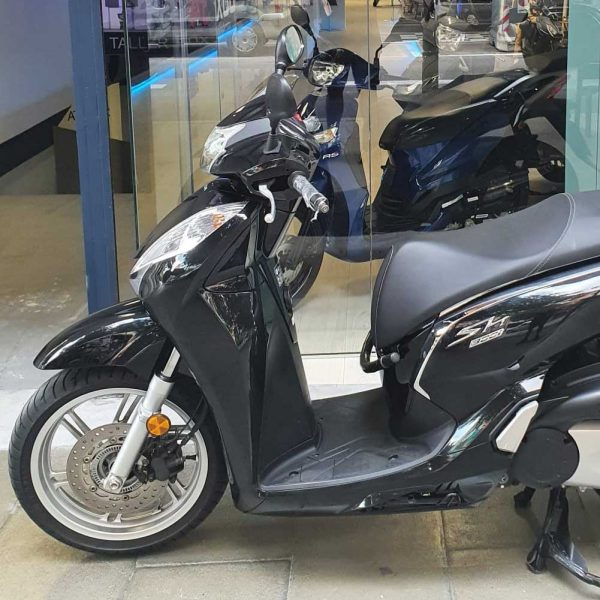kymco peolpe 125 gti box 34 barcelona motocicleta delantera